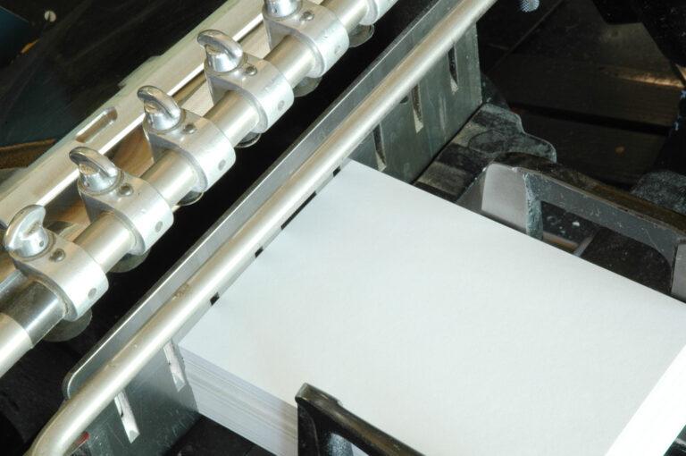 Ansicht Pappe in Tiegel vor Heißfolienprägung